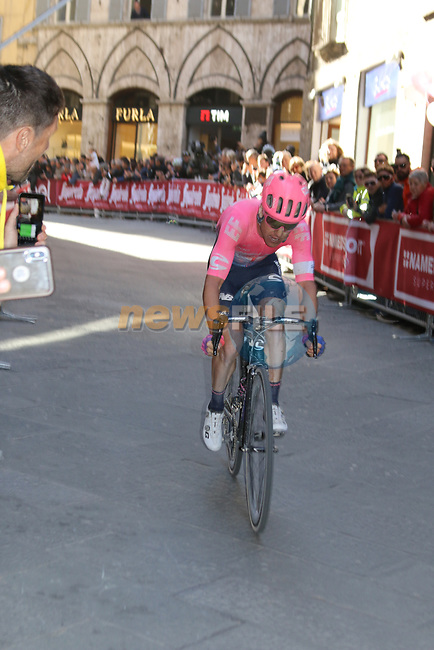 Simon Clarke (AUS) EF Education First rounds the final corner to finish 8th in Siena Strade Bianche 2019 running 184km from Siena to Siena, held over the white gravel roads of Tuscany, Italy. 9th March 2019.<br /> Picture: Seamus Yore | Cyclefile<br /> <br /> <br /> All photos usage must carry mandatory copyright credit (© Cyclefile | Seamus Yore)