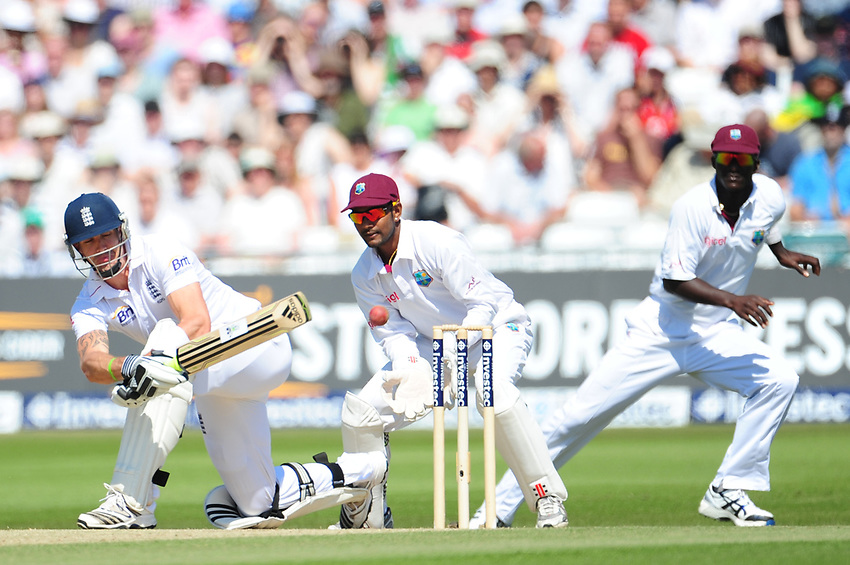 England's Kevin Pietersen   hooks a shot round the wicket<br /> <br /> International Cricket - 2nd Investec Test Match - England v West Indies - Day 3 - Sunday 27th May 2012 - Trent Bridge - Nottingham<br /> <br /> © CameraSport - 43 Linden Ave. Countesthorpe. Leicester. England. LE8 5PG - Tel: +44 (0) 116 277 4147 - admin@camerasport.com - www.camerasport.com