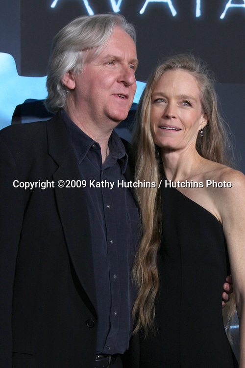 James Cameron & Suzy Amis.arriving at the Los Angeles Premiere of Avatar.Grauman's Chinese Theater.Los Angeles,  CA.December 16, 2009.©2009 Kathy Hutchins / Hutchins Photo.