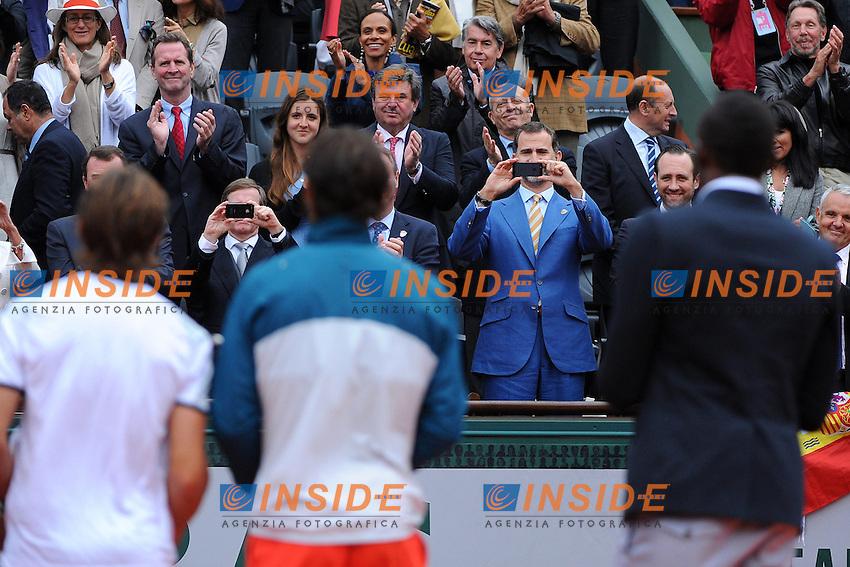 Rafael Nadal (ESP)<br /> Prince Felipe d'Espagne<br /> David Ferrer (ESP)<br /> Usain Bolt (JAM) <br /> Il Principe Felipe di Spagna durante la premiazione della Finale del torneo vinta da Rafael Nadal. Il Principe fotografa con il telefonino Nadal, Ferrer e Usain Bolt<br /> Parigi 9/6/2013<br /> Tennis Roland Garros <br /> Foto Panoramic / Insidefoto<br /> ITALY ONLY