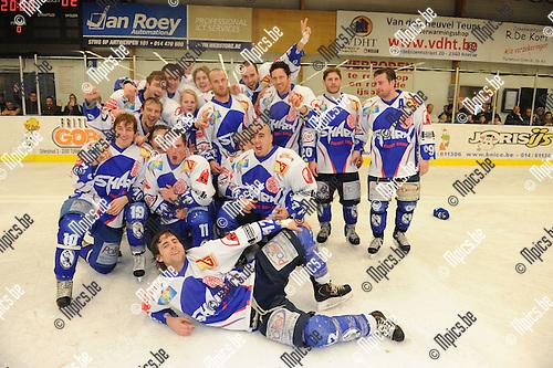 2011-03-13 / ijshockey / seizoen 2010-2011 / Turnhout viert de titel..Foto: Mpics