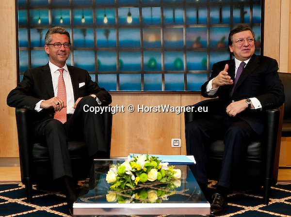 Brussels-Belgium - May 07, 2013 -- José (Jose) Manuel DURAO BARROSO (ri), President of the European Commission, receives Ulrich GRILLO (le), President of the Federation of German Industries (BDI - Bundesverband der Deutschen Industrie e.V.) -- Photo: © HorstWagner.eu