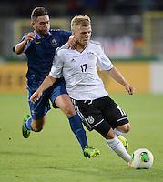 FUSSBALL INTERNATIONAL Laenderspiel Freundschaftsspiel U 21   Deutschland - Frankreich     13.08.2013 Johannes Geis (re, Deutschland) am Ball gegen Jordan Ferri (Frankreich)