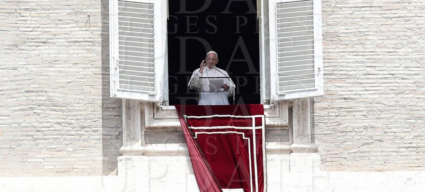 Papa Francesco recita l'Angelus domenicale affacciato su piazza San Pietro dalla finestra del suo studio. Citta' del Vaticano, luglio7, 2019.<br /> Pope Francis recites the Sunday Angelus noon prayer from the window of his studio overlooking Saint Peter's Square, at the Vatican, on July 7, 2019.<br /> UPDATE IMAGES PRESS/Isabella Bonotto<br /> <br /> STRICTLY ONLY FOR EDITORIAL USE