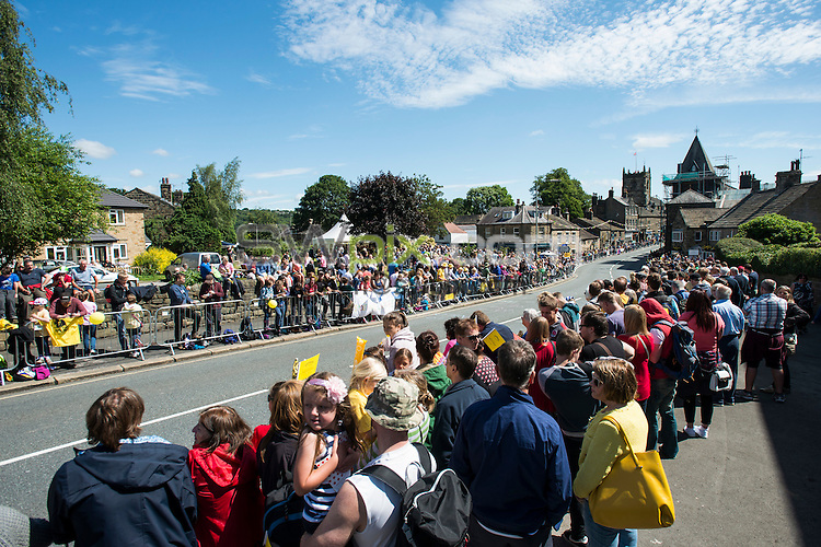 Picture by Allan McKenzie/SWpix.com -  05/07/2014 - Cycling - Tour de France 2014 Grand Depart - Stage 1, Leeds to Harrogate - Yorkshire, England - Crowds build in Ilkley as the bikes approach.