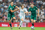 Luka Modric (c) of Real Madrid fights for the ball with Zouhair Feddal Agharbi of Real Betis during the La Liga 2017-18 match between Real Madrid and Real Betis at Estadio Santiago Bernabeu on 20 September 2017 in Madrid, Spain. Photo by Diego Gonzalez / Power Sport Images