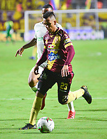 IBAGUÉ - COLOMBIA, 27-03-2019: Alex Castro del Tolima disputa el balón con Brayan Rovira del Nacional durante partido por la fecha 13 de la Liga Águila I 2019 entre Deportes Tolima y Atlético Nacional jugado en el estadio Manuel Murillo Toro de la ciudad de Ibagué. / Alex Castro of Tolima struggles the ball with Brayan Rovira of Nacional during match for the date 13 as part of Aguila League I 2019 between Deportes Tolima and Atletico Nacional played at Manuel Murillo Toro stadium in Ibague. Photo: VizzorImage / Juan Carlos Escobar / Cont