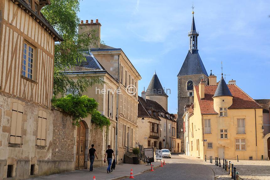 France, Yonne (89), région du Morvan, Avallon, la rue Bocquillot et la Tour de l'Horloge // France, Yonne, Morvan region, Avallon, Bocquillot street and Horloge Tower