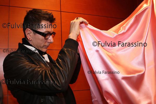 Stefano Gabbana alla presentazione nuova maglia rosa del Giro d\' Italia. Stefano Gabbana at the presentation of the new Giro d'Italia pink jersey. Gazzetta dello Sport,  sala Montanelli, Milano 2008