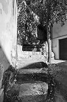 Castro Marina - Salento - Puglia - Castro è arroccata sulle scogliere e numerose scalinate scavate nella roccia conducono alla parte superiore.