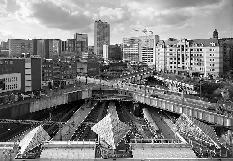 John Davies<br /> Gare de New Street, Birmingham, 2000. Avec l&rsquo;aimable autorisation de la Birmingham Central Library.<br /> -----<br /> John Davies<br /> New Street Station, Birmingham, 2000. Courtesy Birmingham Central Library.