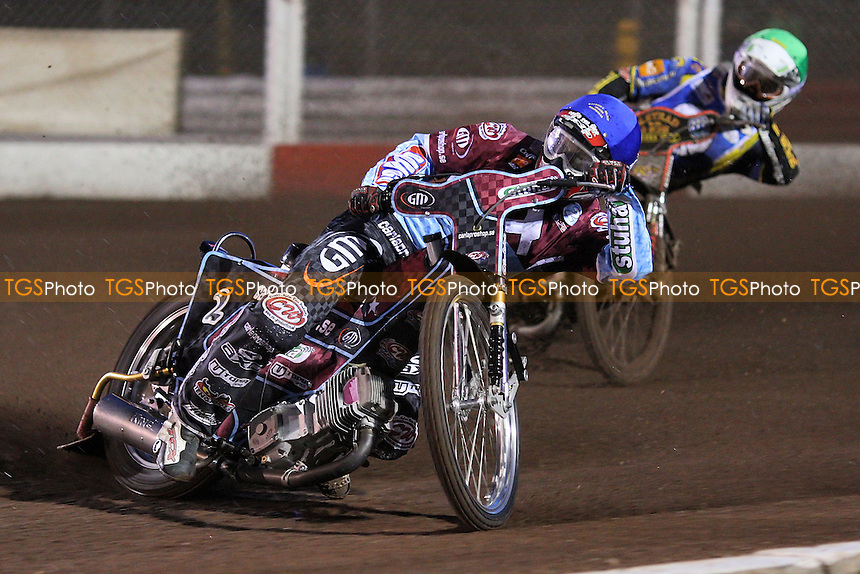 Heat 1: Joonas Kylmakorpi (red) ahead of Scott Nicholls - Lakeside Hammers vs Ipswich Witches - Sky Sports Elite League Speedway at Arena Essex Raceway, Purfleet - 28 /08/09 - MANDATORY CREDIT: Gavin Ellis/TGSPHOTO - Self billing applies where appropriate - Tel: 0845 094 6026