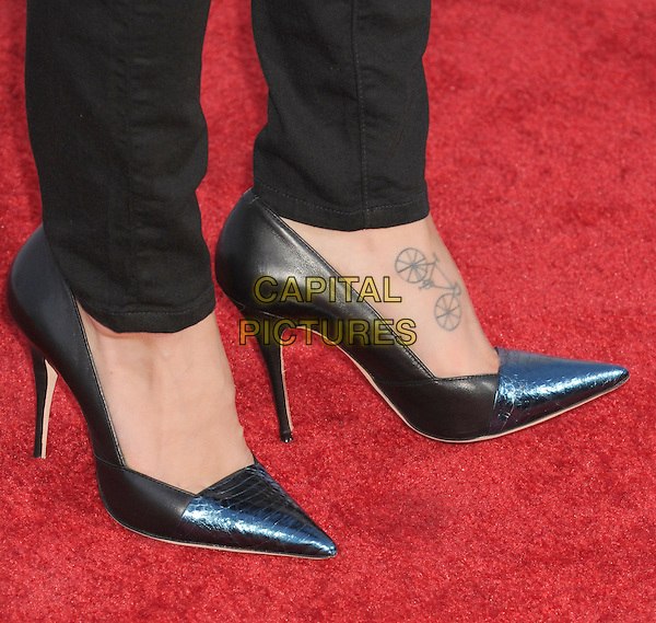 Melissa Benoist's shoes.The 'GLEE' Premiere Screening and Reception at Paramount Pictures Studios in Hollywood, California, USA..September 12, 2012.detail feet heels black pointy tattoo bike bicycle black  .CAP/ROT/TM.©Tony Michaels/Roth Stock/Capital Pictures