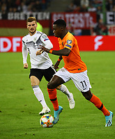 Quincy Promes (Niederlande) gegen Timo Werner (Deutschland Germany) - 06.09.2019: Deutschland vs. Niederlande, Volksparkstadion Hamburg, EM-Qualifikation DISCLAIMER: DFB regulations prohibit any use of photographs as image sequences and/or quasi-video.
