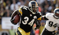 PITTSBURGH, PA - OCTOBER 16: Rashard Mendenhall #34 of the Pittsburgh Steelers runs with the ball against the Jacksonville Jaguars during the game on October 16, 2011 at Heinz Field in Pittsburgh, Pennsylvania.  (Photo by Jared Wickerham/Getty Images)