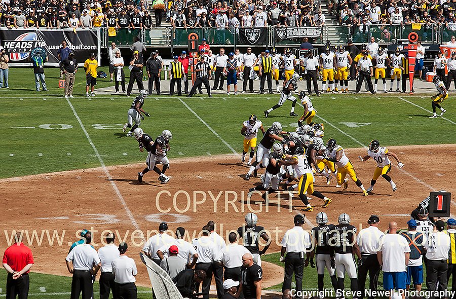 Oakland Raider's RB Darren McFadden taking a handoff vs the Pittsburg Steelers. <br /> The next photo shows him breaking free for a TD on the play.