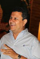 SAO PAULO, SP, 06 DE MARCO 2012. FESTA GRADE DE PROGRAMACAO 2012 TV BANDEIRANTES. O apresentador e narrador Teo Jose, na festa de apresentacao da programacao 2012 da TV Bandeirantes, realizada no Cinemark do Shopping Iguatemi, no bairro de Pinheiros, regiao oeste de SP, na noite desta terca-feira, 06. (FOTO: MILENE CARDOSO - BRAZIL PHOTO PRESS)