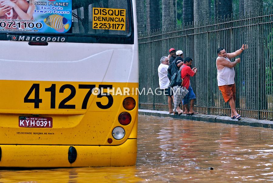 Enchente na cidade. Rio de Janeiro. 2010. Foto de Ricardo Azoury.