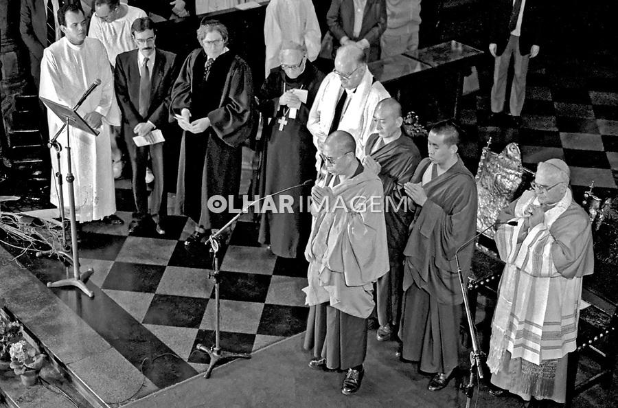Pessoa. Personalidade. Visita do Dalai Lama ao Brasil. RJ. 1992. Foto de Juca Martins.