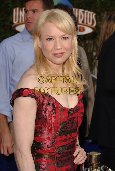 "RENEE ZELLWEGER.Universal Pictures' World Premiere of  ""Cinderella Man"" held at The Universal City Walk in Universal City, CA..May 23rd, 2005.Ref: MOO.half length red off the shoulder.www.capitalpictures.com.sales@capitalpictures.com.©Capital Pictures."