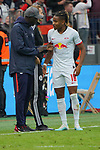 05.10.2019, BayArena, Leverkusen, GER, 1. FBL, Bayer 04 Leverkusen vs. RB Leipzig,<br />  <br /> DFL regulations prohibit any use of photographs as image sequences and/or quasi-video<br /> <br /> im Bild / picture shows: <br /> in einer Unterbrechung spricht Babacar N'Diaye (Baba) Teambetreuer (RB Leipzig),  mit Christopher Nkunku (RB Leipzig #18), <br /> <br /> Foto © nordphoto / Meuter