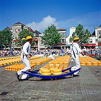 Netherlands, North Holland, Alkmaar: The cheese market | Niederlande, Nordholland, Alkmaar: der Kaesemarkt