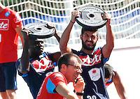 Duvan Zapata   Raul Albiol <br /> pesi e equiibrismo per i calciatori<br /> ritiro precampionato Napoli Calcio a  Dimaro 18 Luglio 2015<br /> <br /> Preseason summer training of Italy soccer team  SSC Napoli  in Dimaro Italy July 18, 2015