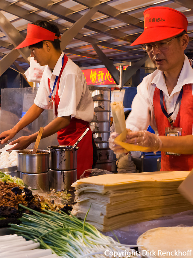 Donghuamen-Nachtmarkt in Peking, China, Asien<br /> Donghuamen nightmarket, Beijing, China, Asia
