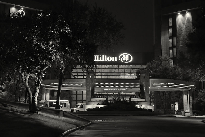 Night shot of the Grapevine Hilton entrance.