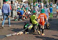 Sint Nicolaasga ( Sint Nyk) - Allegorische Optocht door het dorp. De V.V.V.( Vereniging Voor Volksvermaken) St.Nicolaasga,  is opgericht in 1925 en heeft tot doel het organiseren van de St.Nykster Merke en in het bijzonder de Allegorische Optocht op de 1e donderdag in september. Thema Luilak