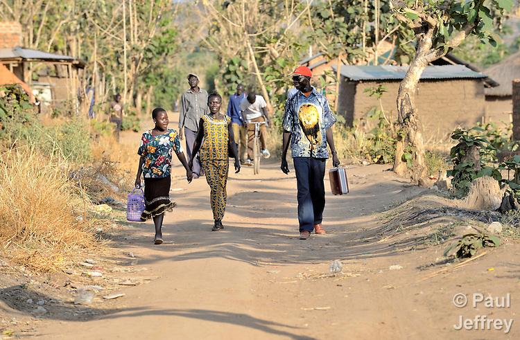 Southern sudan people walking kairosphotos images by paul jeffrey people walking in yei southern sudan note in july 2011 southern sudan sciox Images