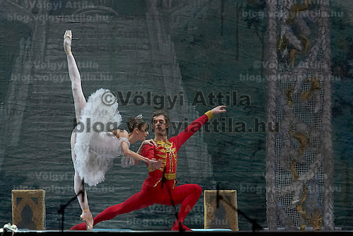 Guest stars Marianna Ryzhkina (left) and Andrei Yevdokimov (right), solists from the Russian Bolsoj dance main roles in The Nutcracker during the christmas holiday performance of the Hungarian National Ballet Company in in Budapest, Hungary on December 22, 2006. ATTILA VOLGYI