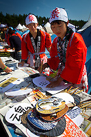 Japanese style fans with symbols. Photo: Mikko Roininen / Scouterna