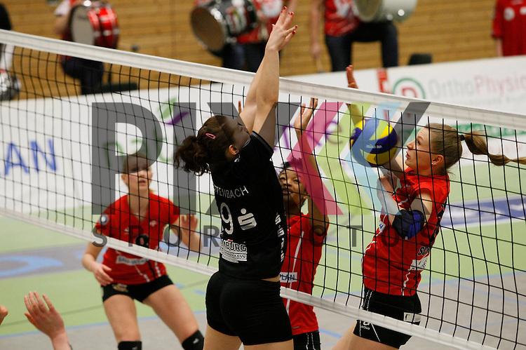 v. l. Koepenicks Ann-Marie Knauf (Nr. 8) , Hamburgs Veronika Kettenbach (Nr. 9) , Koepenicks Erica Wilson (Nr. 11) , Koepenicks Sophie Schubert (Nr. 15) <br /> <br /> 21.02.2015 Volleyball, 1. Bundesliga, Frauen, Saison 2014/15, Koepenicker SC Berlin - VT Aurubis Hamburg<br /> <br /> Foto &copy; PIX *** Foto ist honorarpflichtig! *** Auf Anfrage in hoeherer Qualitaet/Aufloesung. Belegexemplar erbeten. Veroeffentlichung ausschliesslich fuer journalistisch-publizistische Zwecke. For editorial use only.