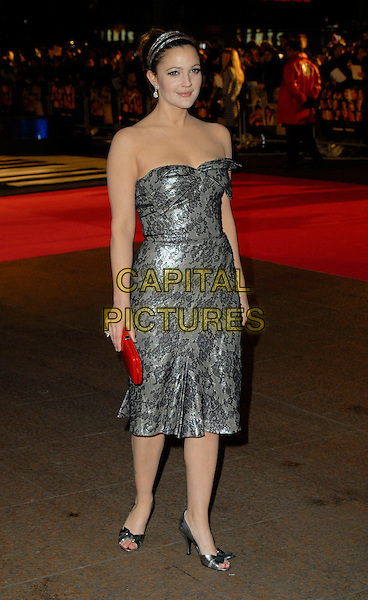"DREW BARRYMORE.Attends the UK Premiere of ""Music & Lyrics"",.Odeon Leicester Square, .London, England, February 5th 2006..full length strapless grey and black lace dress red clutch bag hands bow shoes hairband hair band .CAP/CAN.©Can Nguyen/Capital Pictures"