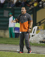 FLORIDABLANCA -COLOMBIA-8-MAYO-2016. Juan Carlos Sánchez director técnico  del Envigado FC en acción contra Bucaramanga durante partido por la fecha 17 de Liga Águila I 2016 jugado en el estadio Alvaro Gómez Hurtado./ Juan Carlos Sanchez coach  of  Envigado FC in actions against Bucaramanga during the match for the date 17 of the Aguila League I 2016 played Alvaro Gomez Hurtado . Photo: VizzorImage / Duncan Bustamante / Contribuidor