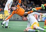 AMSTELVEEN -  Robert van der Horst stuit op de Duitser Michael Körper   tijdens de kwartfinale van de Euro Hockey League tussen Oranje Zwart (Eindhoven) en Harvestehuder THC (Ger) . ANP KOEN SUYK