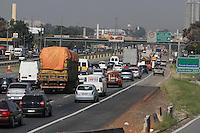 SÃO PAULO, SP, 10/03/2012, TRANSITO RODOVIA DUTRA.<br /> <br /> A Rodovia Dutra estava com transito intenso na manhã de hoje nas proximidade ao centro de Guarulhos, o motivo foi um acidente que envolveu 5 veiculos.<br /> <br /> Luiz Guarnieri/ Brazil Photo Press.
