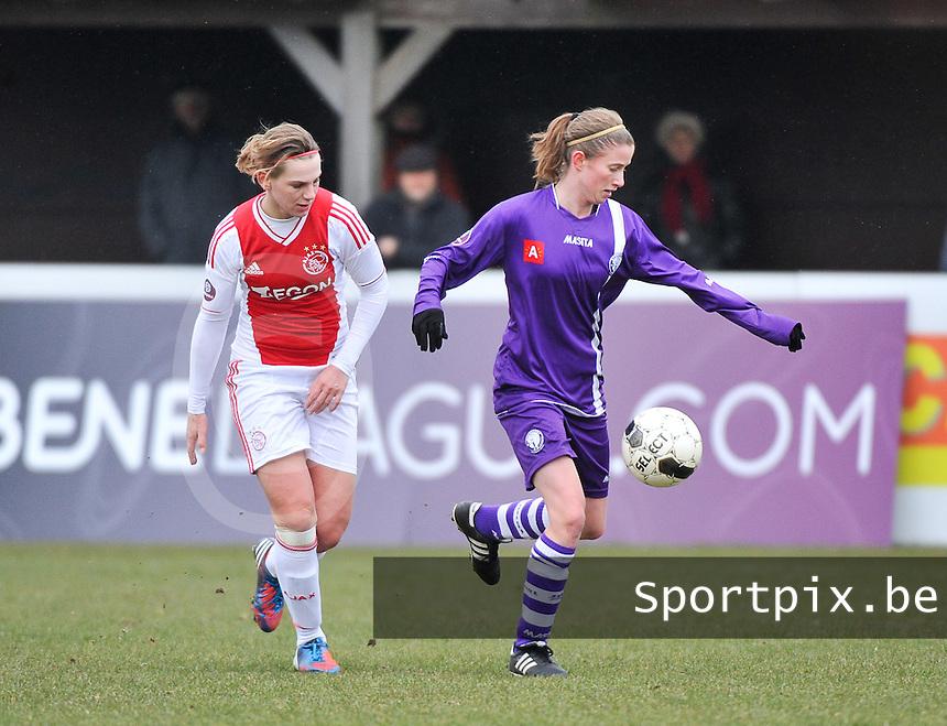 Beerschot Dames - AJAX Amsterdam Dames : Chantal De Ridder in duel met Lisa Korevaar (rechts).foto JOKE VUYLSTEKE / Vrouwenteam.be