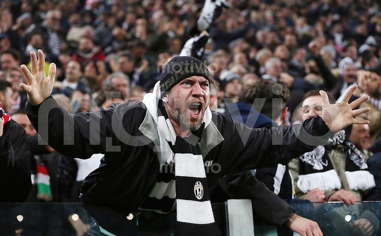 FUSSBALL CHAMPIONS LEAGUE  SAISON 2015/2016 ACHTELFINAL HINSPIEL Juventus Turin - FC Bayern Muenchen             23.02.2016 Juventus Turin Fan jubelt nach dem Tor zum 2-2 Ausgleich