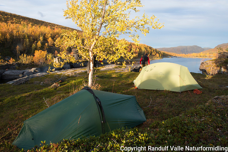 Teltleir ved Stabburselva i Finnmark. ---- Camp by river.