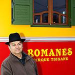 20080130 - France - Aquitaine - Bordeaux<br />ALEXANDRE ROMANES, LE DIRECTEUR DU CIRQUE ROMANES.<br />Ref : CIRQUE_ROMANES_012.jpg - © Philippe Noisette.
