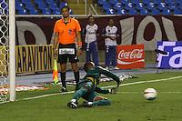 RIO DE JANEIRO, RJ, 23 DE FEVEREIRO 2012 - CAMPEONATO CARIOCA - SEMIFINAL - TAÇA GUANABARA - BOTAFOGO X FLUMINENSE - Jefferson, goleiro do Botafogo, defende pênalti durante partida contra o Fluminense, pela semifinal da Taça Guanabara, no estádio Engenhão, na cidade do Rio de Janeiro, nesta quinta-feira, 23. FOTO: BRUNO TURANO – BRAZIL PHOTO PRESS