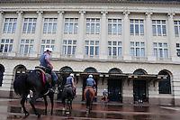 SAO PAULO, SP, 11 Janeiro 2012.Cavalaria da Policia Militar Sao Paulo proximo a Praca Julio Preste em frente a sala Sao Paulo  .  (FOTO: ADRIANO LIMA - NEWS FREE)
