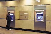 - Lugano, Credit Suisse Bank headquarters, ATM....- Lugano, sede della banca Credit Suisse, sportello Bancomat