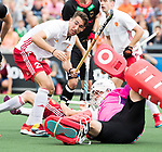 AMSTELVEEN - David Condon (Eng) with keeper Tobias Walter (Ger)  during the poulematch England v Germany (men) 3-4,Rabo Eurohockey Championships 2017.   . WSP COPYRIGHT KOEN SUYK