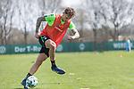 11.04.2018, Trainingsgelaende, Bremen, GER, 1.FBL, Training SV Werder Bremen<br /> <br /> im Bild<br /> Robert Bauer (Werder Bremen #04), <br /> <br /> Foto &copy; nordphoto / Ewert