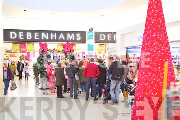 Manor west shopping centre on Sunday