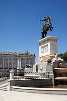 29 MAY 2009 - MADRID,ESP - The statue of Felipe IV in the Plaza de Oriente at the side of the Royal Palace (PHOTO (C) NIGEL FARROW)