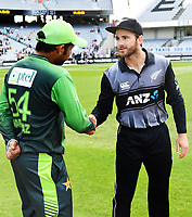 Captain's Sarfraz Ahmed and Kane Williamson.<br /> Pakistan tour of New Zealand. T20 Series.2nd Twenty20 international cricket match, Eden Park, Auckland, New Zealand. Thursday 25 January 2018. &copy; Copyright Photo: Andrew Cornaga / www.Photosport.nz